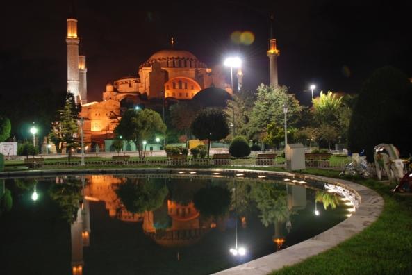 அழகிய பள்ளிவாயல்கள் (MASJID WALLPAPER) Islamic-wallpaper_masjid-wallpaper_3_hagia-sophia-in-istanbul-turkey-night1