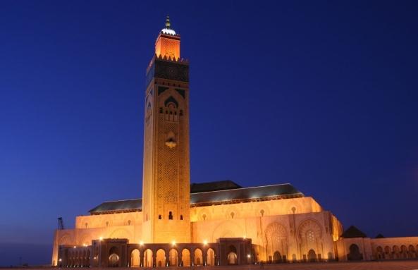 அழகிய பள்ளிவாயல்கள் (MASJID WALLPAPER) - Page 2 Islamic-wallpaper_masjid-wallpaper_hassan-ii-mosque-in-casablanca-morocco-night