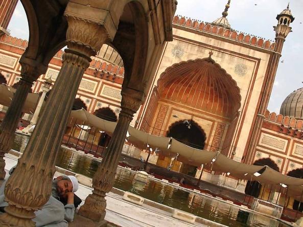 அழகிய பள்ளிவாயல்கள் (MASJID WALLPAPER) - Page 2 Islamic-wallpaper_masjid-wallpaper_jama-mosque-in-new-delhi-india-courtyard