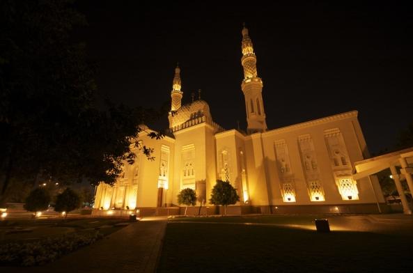 அழகிய பள்ளிவாயல்கள் (MASJID WALLPAPER) - Page 2 Islamic-wallpaper_masjid-wallpaper_jumeirah-mosque-in-dubai-night
