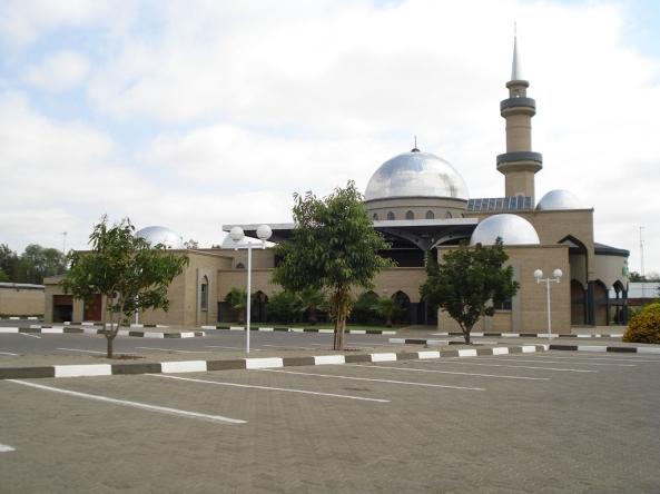 அழகிய பள்ளிவாயல்கள் (MASJID WALLPAPER) - Page 2 Islamic-wallpaper_masjid-wallpaper_masjid-nur-in-gaborone-botswana