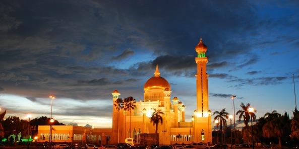 அழகிய பள்ளிவாயல்கள் (MASJID WALLPAPER) - Page 2 Islamic-wallpaper_masjid-wallpaper_omar-ali-saifuddin-mosque-brunei